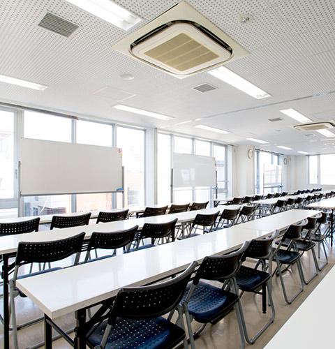 新宿(新大久保)格安貸し会議室アットフォーラム 大会議室